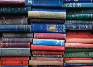 Oude boeken die je kunt upcyclen naar een zwevende boekenwand